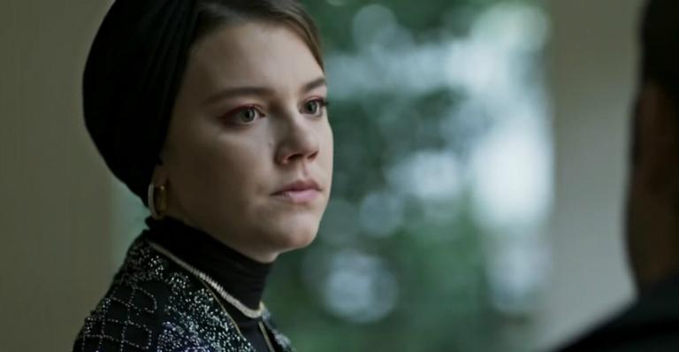 Alice Wegmann como Dalila em 'Órfãos da Terra'