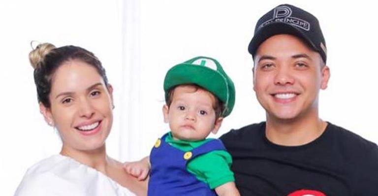 O cantor registrou o filho de 10 meses andando sozinho pela primeira vez