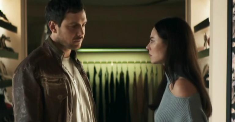 Sérgio Guizé como Chiclete e Paolla Oliveira como Vivi Guedes em 'A Dona do Pedaço'