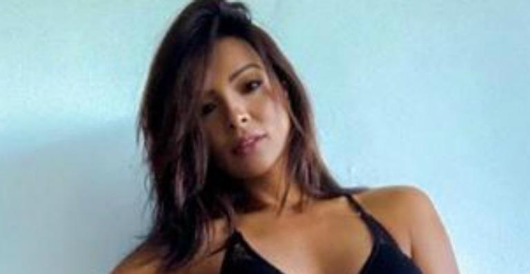 Carol Nakamura sensualiza mas fãs apontam Photoshop