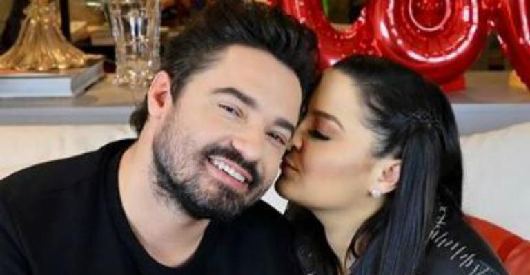 Fernando e Maiara surgem agarradinhos em momento íntimo