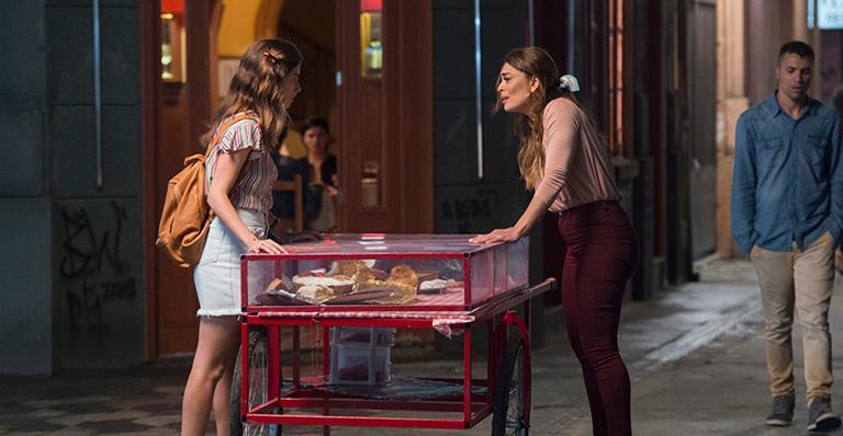Bruna Hamú e Juliana Paes em A Dona do Pedaço