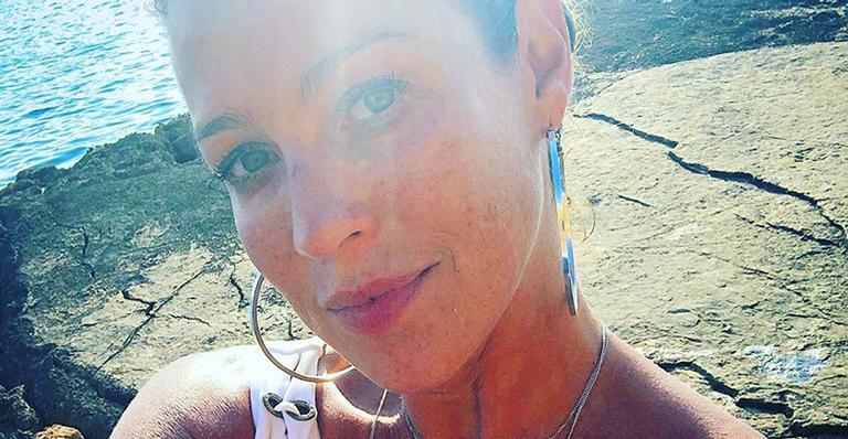 Apresentadora alfineta seguidora que a acusou de ficar atrás do ex-marido: 'Eu não preciso'