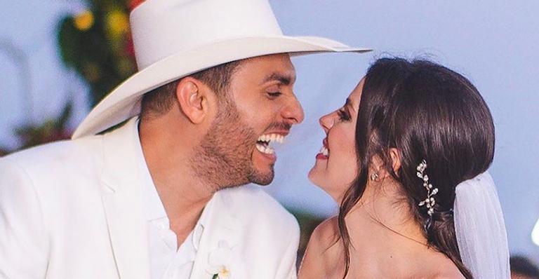 Cantor de forró se casa com Miss Santa Catarina em cerimônia no jardim de sua casa. Veja as fotos!
