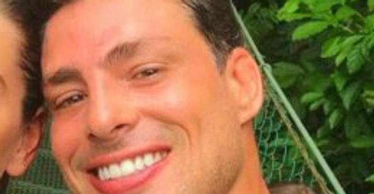 Cauã Reymond revela acessório em homenagem a filha