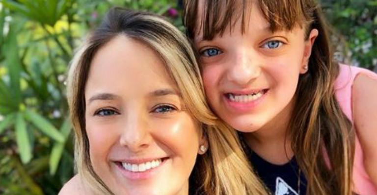 Tici Pinheiro flagra Rafa Justus passeando com a caçula: ''Amor''