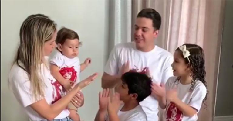 Com tema de Rei Leão, cantor organiza festa simples para o aniversário do filho caçula