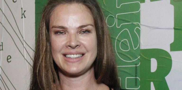 Aos 40 anos, atriz da TV Globo surgiu só de sutiã transparente em evento; veja
