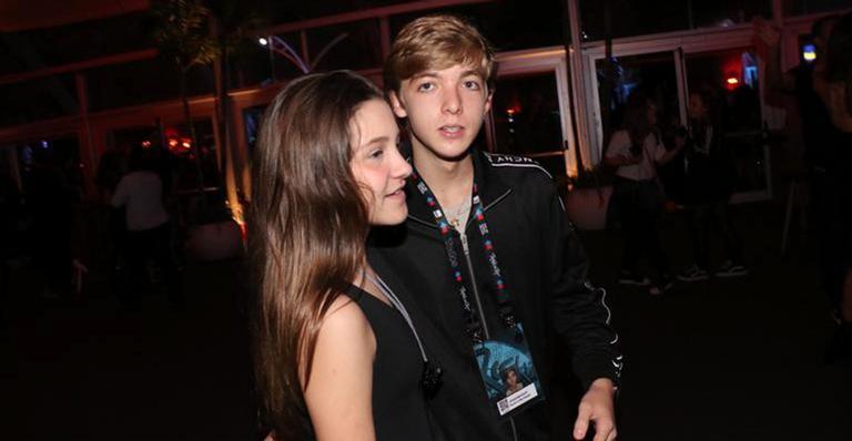 Joaquim Huck com a primeira namorada, Isabella Hohn, no Rock in Rio