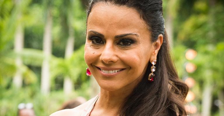 Viviane Araújo surge com look curtinho e estiloso no Rock in Rio