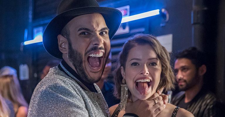 Hugo Gloss grava cena com Agatha Moreira em A Dona do Pedaço