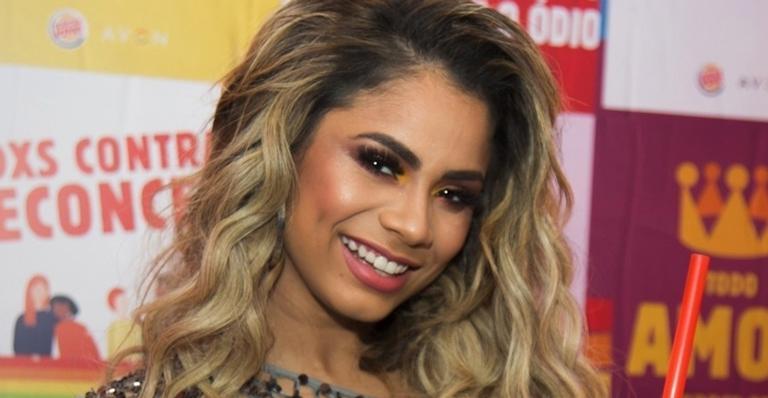 A cantora seguiu dieta da Mayra Cardi e revela: ''fui a pior cliente dela''