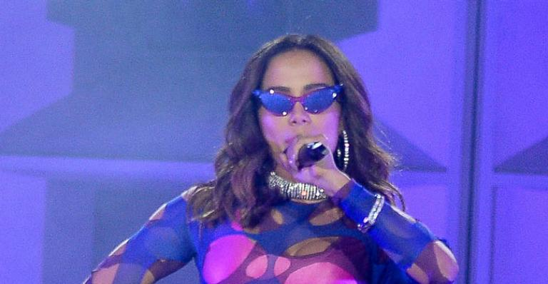 Anitta rebola muito em look todo 'furado' durante show em Rock in Rio