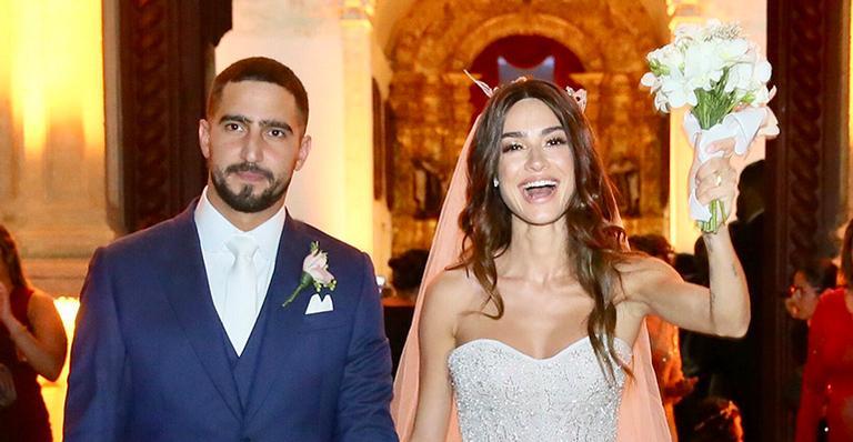 Apaixonado, ator não esconde felicidade após realização do casamento