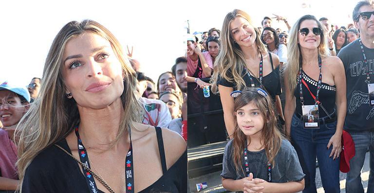 Passeio de mãe e filha! Atriz curte show no Rock in Rio com a pequena Sofia