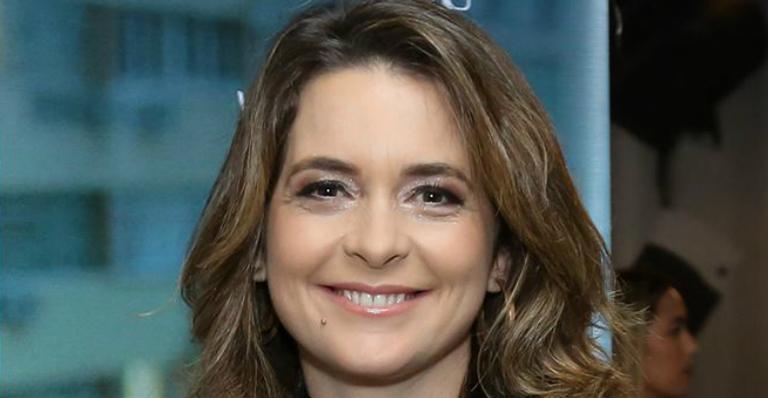 Cláudia Abreu faz rara aparição com a filha e semelhança impressiona