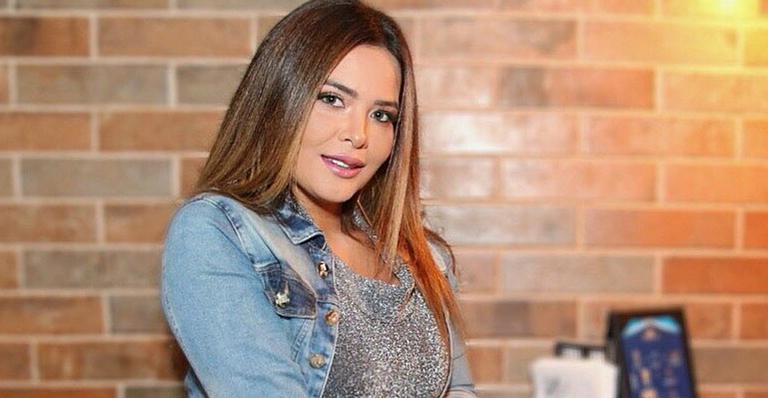 De vestidinho, Geisy Arruda esclarece boatos sobre affair