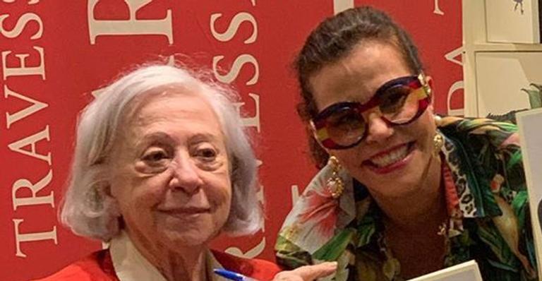 Narcisa causa briga ao prestigiar lançamento de livro de Fernanda Montenegro