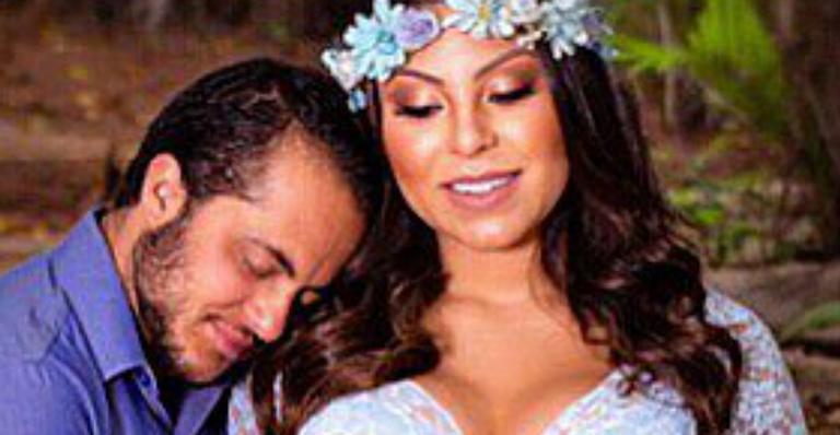 Andressa Ferreira, esposa de Thammy Miranda, mostra barriga mexendo
