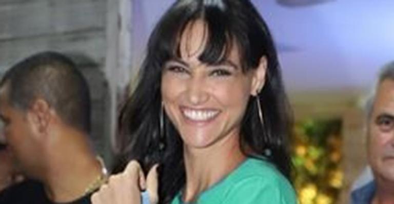 Débora Nascimento comemora o aniversário do namorado com jantar romântico