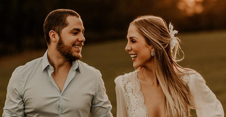 Assistente de palco do 'Domingo Legal' revela tudo sobre o casamento com o cantor no próximo final de semana