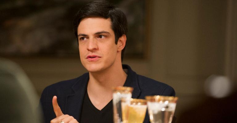 Félix, personagem famoso de Amor à Vida, retorna as telinhas para abençoar casamento de Agno e Leandro em A Dona do Pedaço