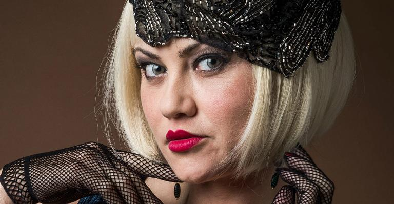 Ellen Rocche como Marion em 'Éramos Seis'