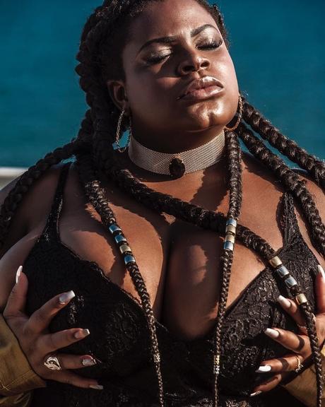Jojo Todynho posa com lingerie sensual