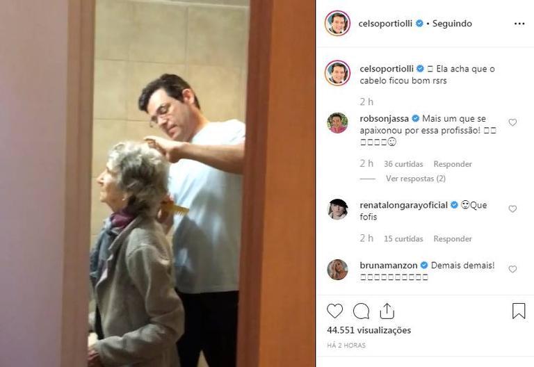 Celso Portiolli surge penteando os cabelos da mãe em momento lindo