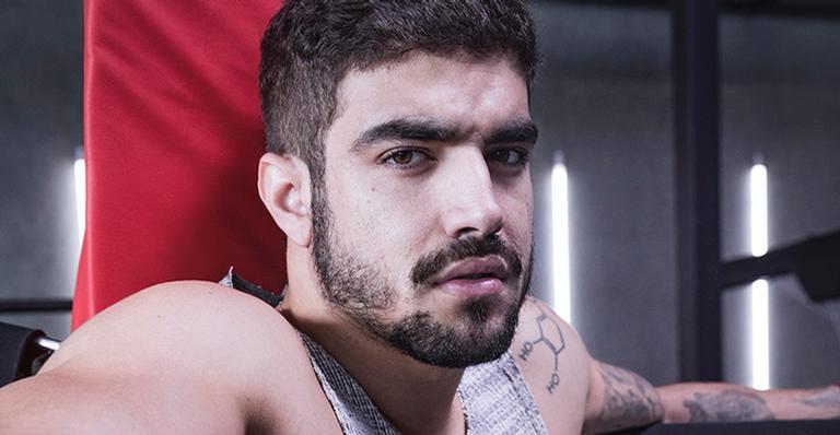 Caio Castro nega que tenha vetado cenas quentes na novela das 9
