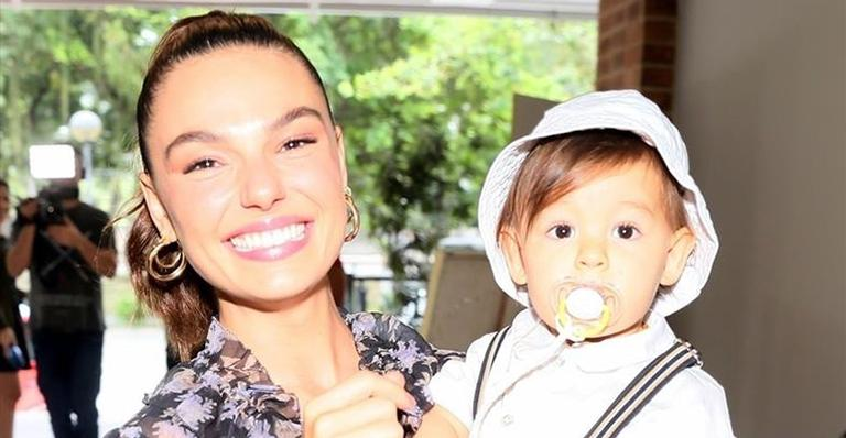Atriz e o filho roubam a cena na segunda festa de aniversário do menino no Rio de Janeiro