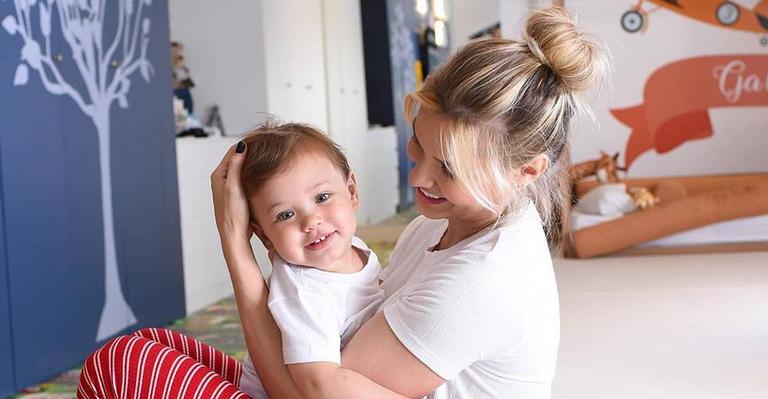 A mamãe aproveitou a tarde desta terça-feira (3), para ficar com o filho, Samuel