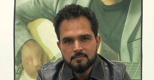 O irmão de Zezé Di Camargo passou por uma complicação curiosa ao se apresentar em show