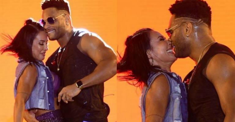 Dançarina curtiu e beijou muito durante o show do marido e encantou os fãs com homenagem especial