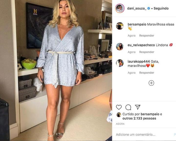 Dani Souza surge com vestido curtíssimo e decotado no aniversário de Dentinho