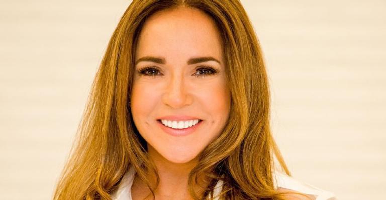 Cantora mostrou todo seu apoio pela apresentadora ao compartilhar um clique das duas na web