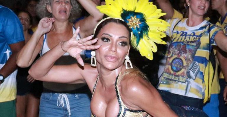 Ana Paula Evangelista samba sem pudores após susto semanas antes de brilhar na Sapucaí