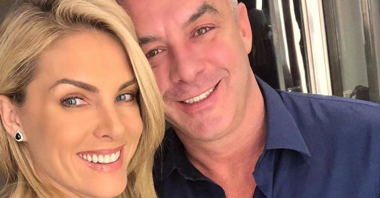 A apresentadora e o marido surgiram em momento romântico e encantaram a web