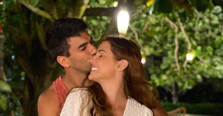 A atriz se derreteu de amores ao ver Hugo Moura e Maria Flor fantasiados