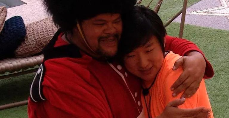 Reinou a paz: Babu parabenizou Pyong pela paternidade; veja