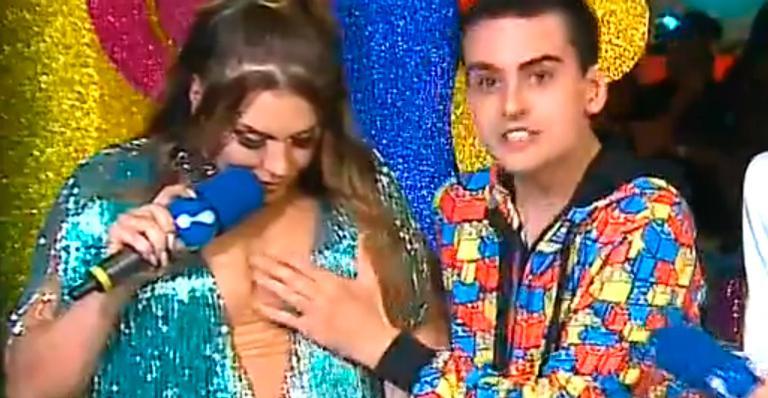 Dudu foi acusado de assédio após apalpar Simony ao vivo na RedeTV!; entenda
