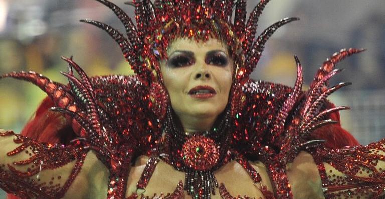 Rainha do Carnaval: Vivi mostrou samba no pé mesmo com atraso da Mancha; veja