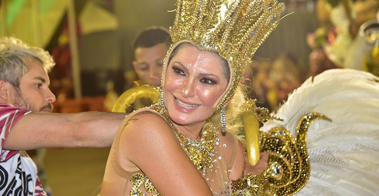 Em dia difícil, atriz chorou ao chegar ao fim do desfile; leia o relato