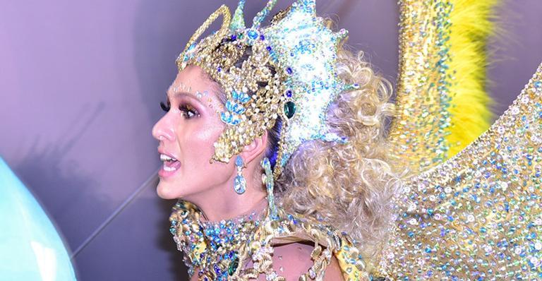 Em sua estreia como Rainha de Bateria no Rio, apresentadora causou na Sapucaí