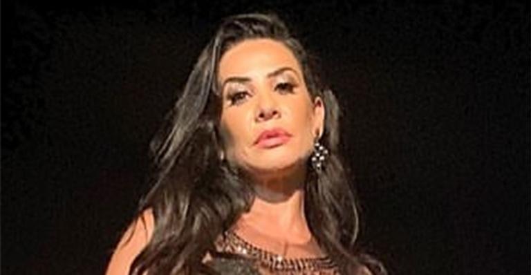 Absoluta, ela elegeu look bem sexy que deixou até Carla Perez sem palavras