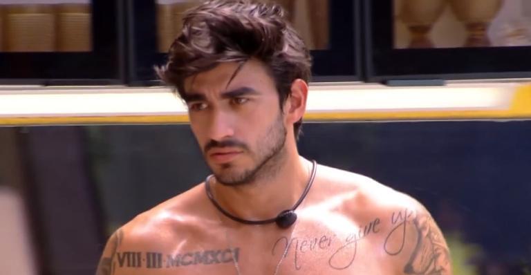 Modelo desabafou com Mari Gonzalez e afirmou que seu romance com a cantora pode ter acabado