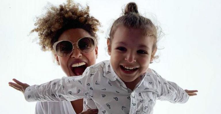 A atriz relembrou clique com o filho e aproveitou para contar como estão sendo os dias em quarentena