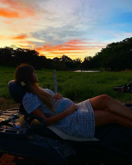 Resultado de imagem para Assustada e grávida, esposa de Sorocaba se isola na fazenda do sertanejo: ''Não sei o que está por vir''