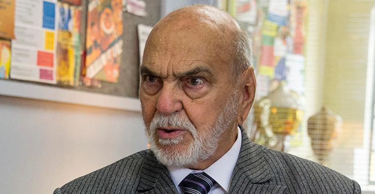 Ícone da TV brasileira, ele dá declaração em favor dos idosos e desabafa