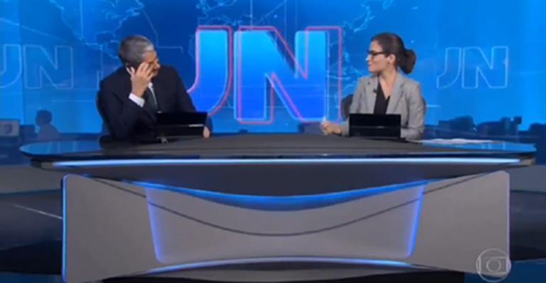 Com as mãos no rosto, jornalista fez desabafo durante o telejornal; veja